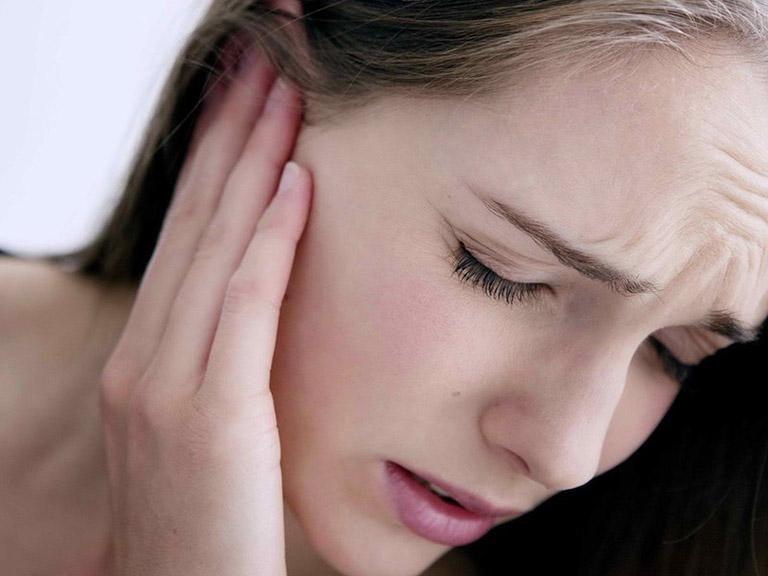 đau tai phải khi nuốt nước bọt