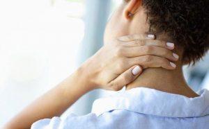 đau vai gáy bên trái là bệnh gì