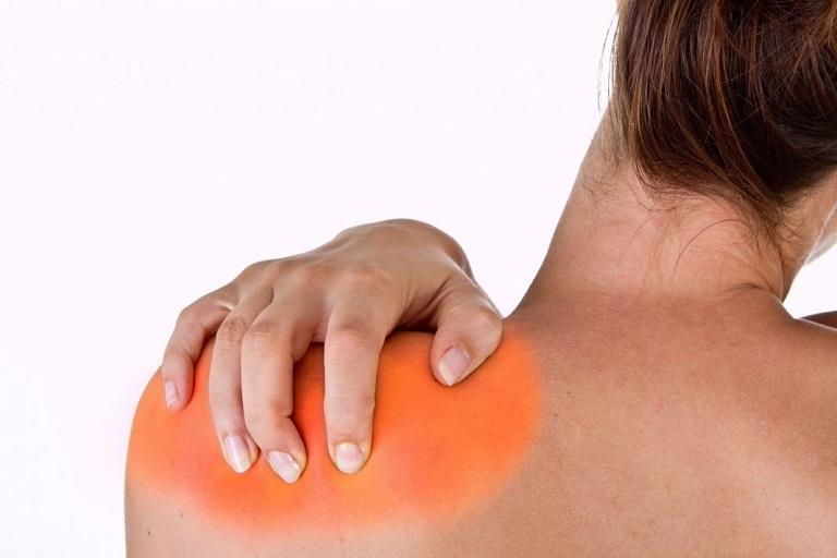 đau vùng lưng dưới bả vai bên trái