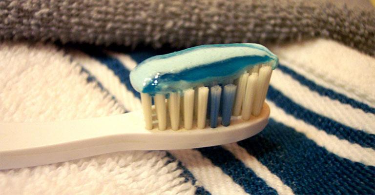 dị ứng kem đánh răng là gì