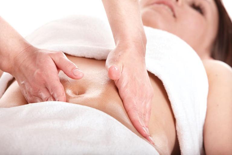 Điều trị bí tiểu sau sinh bằng phương pháp massage, bấm huyệt trong Đông y