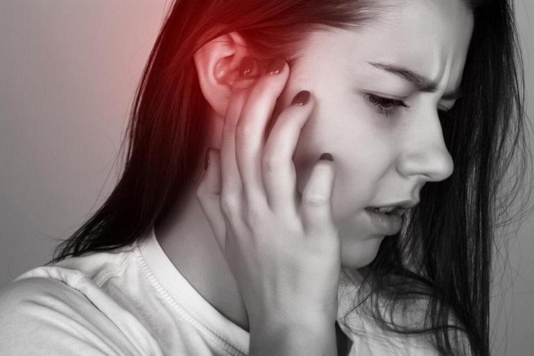 Khi nhai có tiếng kêu trong tai