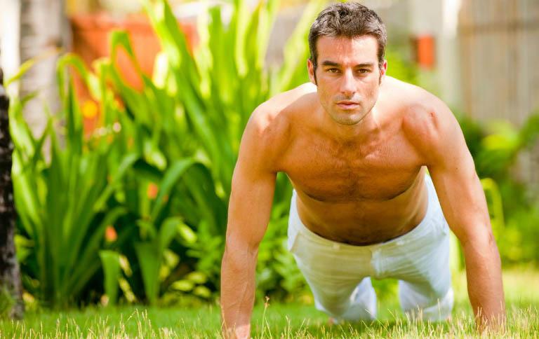 Nam giới bị tinh trùng yếu, tinh trùng ít có thể tự cải thiện bằng cách tập thể dục hàng ngày, ăn uống đủ chất, duy trì lối sống lành mạnh,...