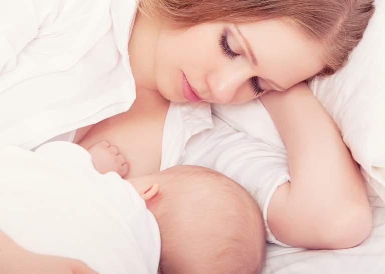 Có nên cho con bú khi bị dị ứng là thắc mắc chung của nhiều mẹ