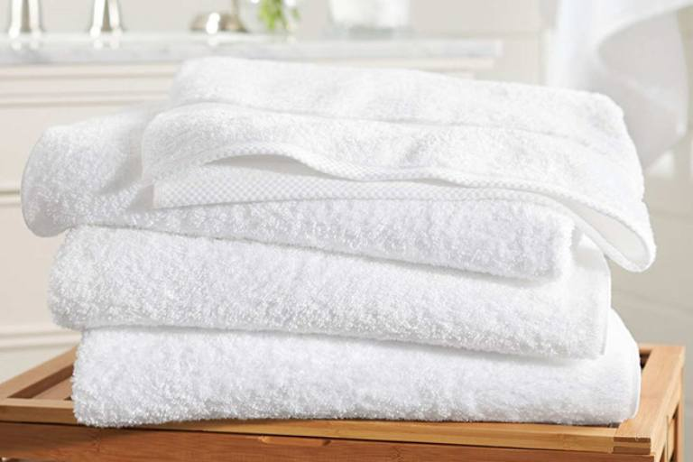 Dùng khăn tắm chữa đau vai gáy là phương pháp được bác sĩ Nhật chia sẻ