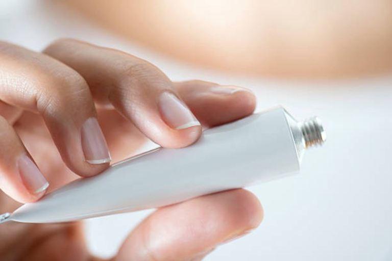 Thuốc bôi ngoài da được áp dụng cho trường hợp nhiễm nấm nhẹ