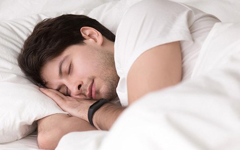 Giấc ngủ ảnh hưởng rất lớn đến khả năng cương cứng và ham muốn tình dục ở nam giới