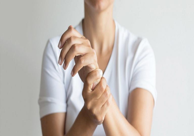 Nguyên nhân chèn day thần kinh gây tê tay