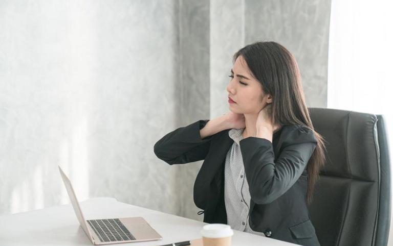 Bệnh đau mỏi vai gáy có xu hướng tăng cao với đối tượng là dân văn phòng