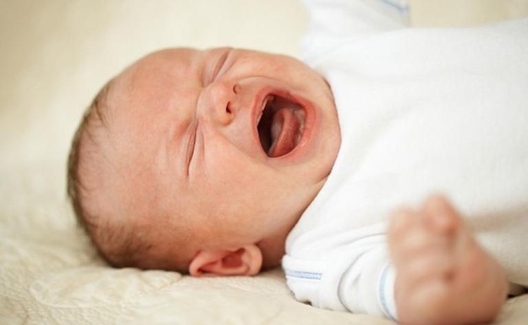 Trẻ bị rụng tóc kèm theo quấy khóc, khó ngủ có nguy cơ mắc bệnh còi xương
