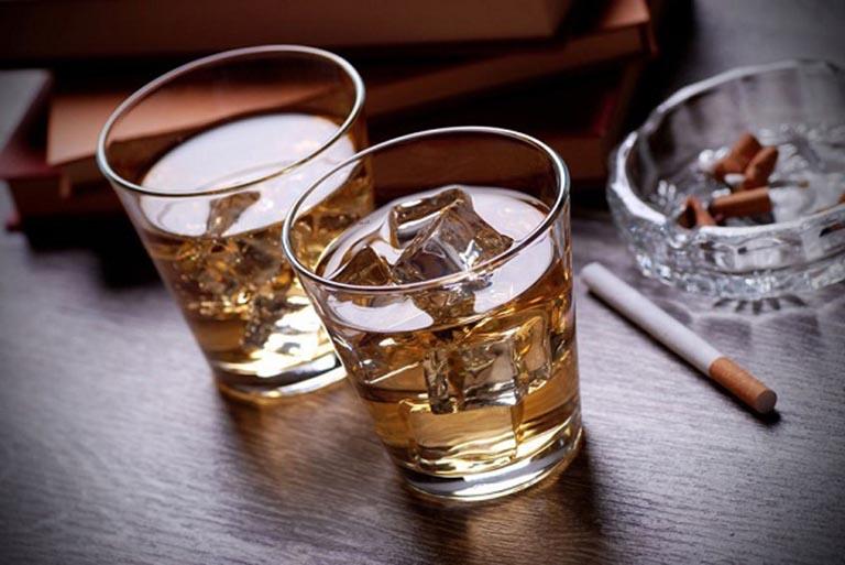 Sử dụng nhiều rượu, bia, thuốc lá là nguyên nhân gây ra tình trạng tinh dịch loãng ở nam giới