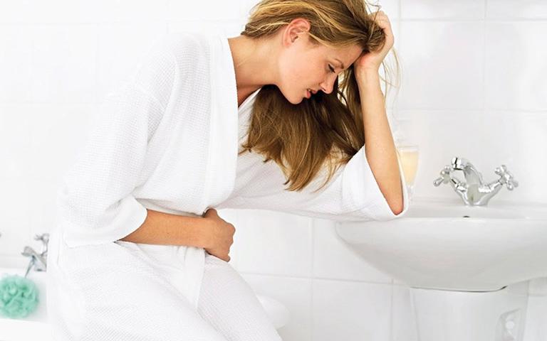 đau dạ dày có sôi bụng không