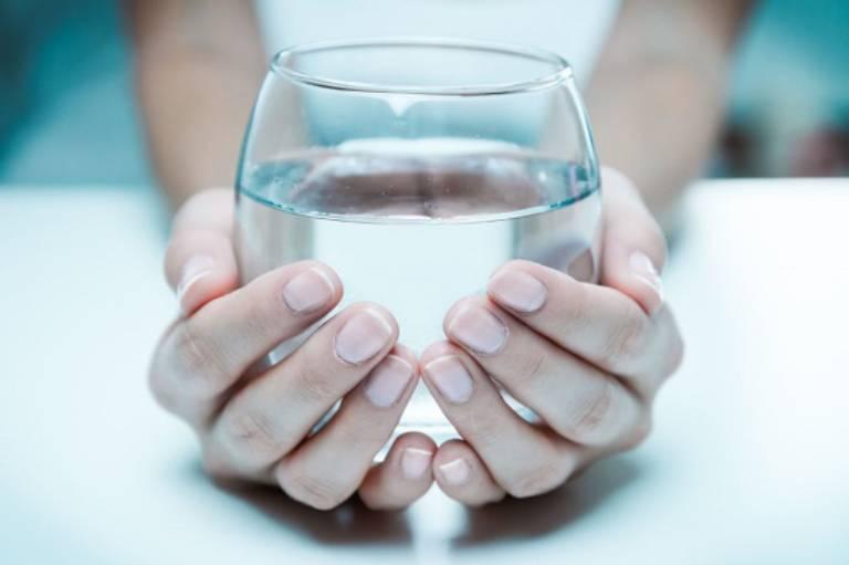 Người bị tiêu chảy nên được bù nước và điện giải thường xuyên
