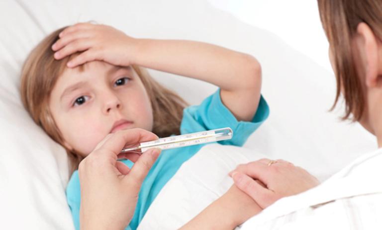 Khi bệnh viêm đường tiết niệu ở trẻ em chuyển biến nặng trẻ sẽ có dấu hiệu sốt cao