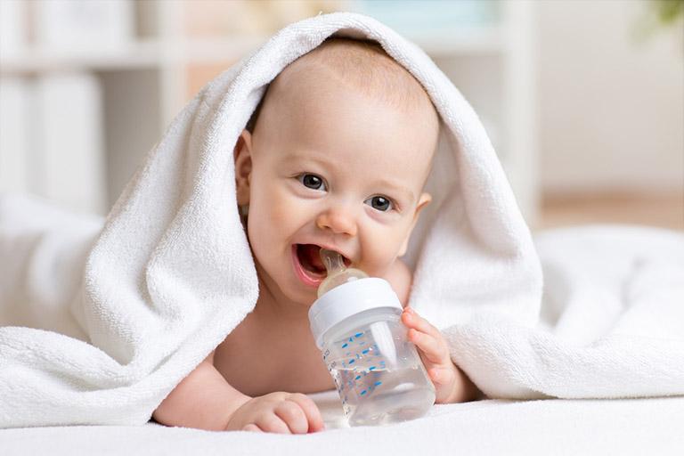 sốt phát ban ở trẻ em dưới 6 tháng tuổi
