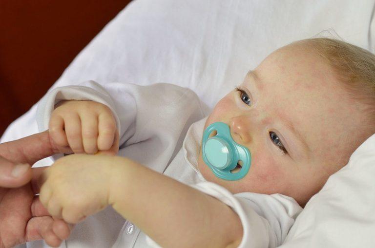 Sốt phát ban ở trẻ sơ sinh không nguy hiểm nếu điều trị sớm và đúng cách