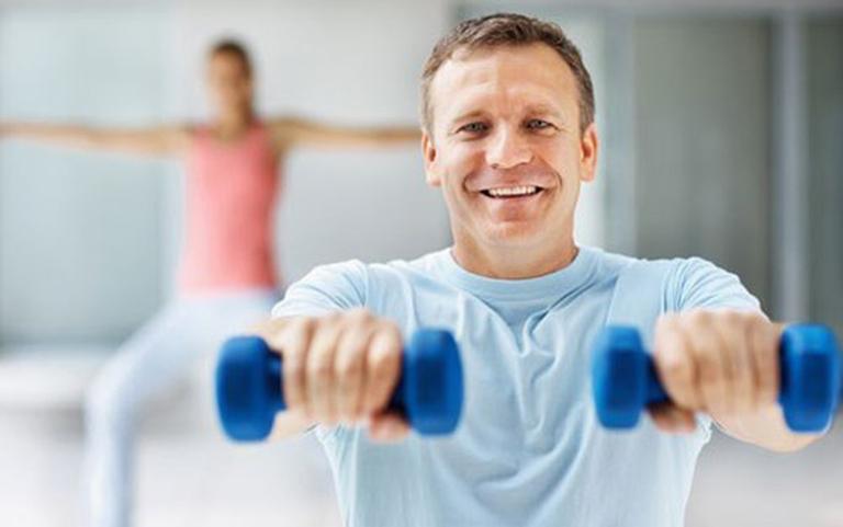 Tăng cường luyện tập thể dục thể thao hàng ngày giúp hỗ trợ điều trị phì đại tuyến tiền liệt