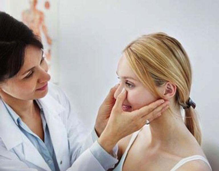 Khi có dấu hiệu bị lệch vách ngăn mũi. nên đến gặp bác sĩ chuyên khoa để chẩn đoán chính xác bệnh