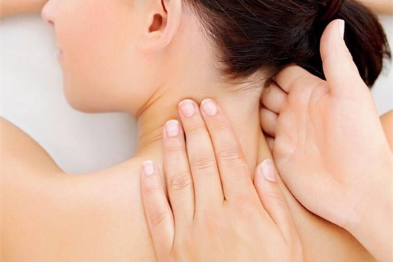 Massage cổ giúp giảm đau nhức