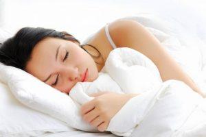 Gối và tư thế ngủ là một trong những nguyên nhân gây thoái hóa thường gặp