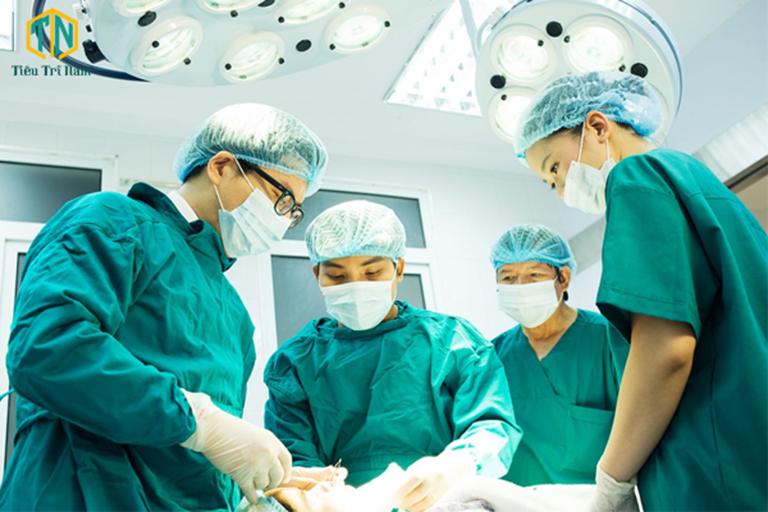 Thắt búi trĩ bằng vòng cao su có thể thắt 1 - 3 búi trĩ trong một lần điều trị