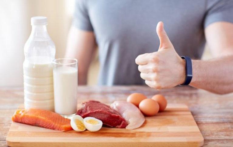 Chế độ ăn uống có vai trò quan trọng trong việc điều trị triệu chứng tinh trùng loãng ở nam giới