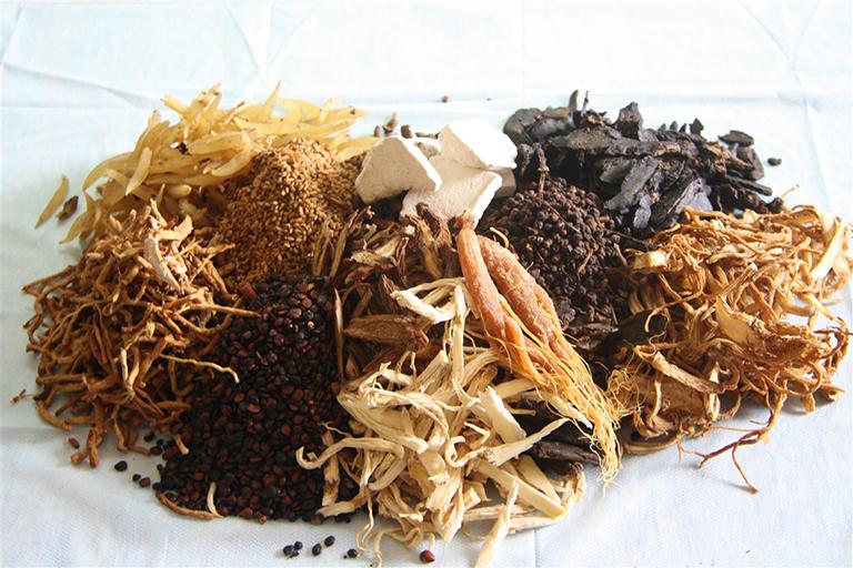 Điều trị tóc rụng từng mảng bằng Đông y cho những trường hợp nhẹ