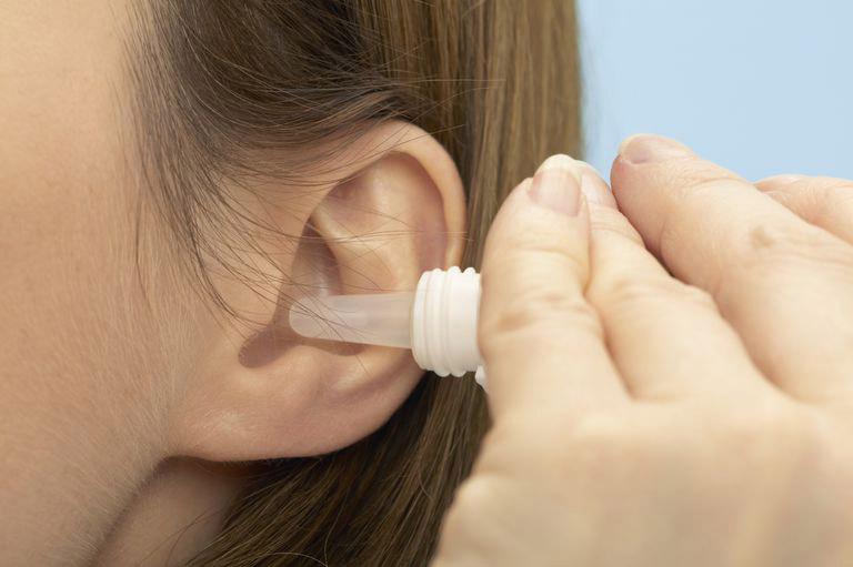 thuốc nhỏ tai điều trị viêm tai giữa