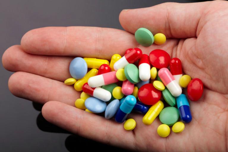 Thuốc diệt giun Zentel có thể tương tác với một số loại thuốc khác. Người dùng cần lưu ý khi kết hợp dùng thuốc.
