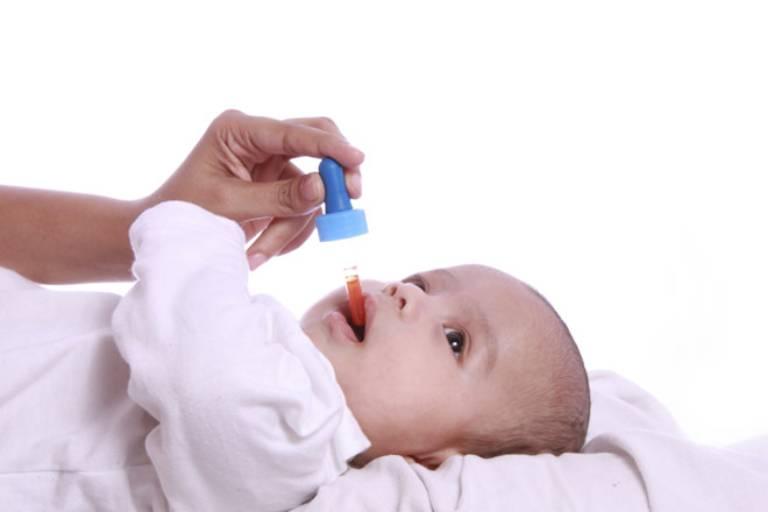 Nên chủ động đưa trẻ tiêm chủng vắc xin rota