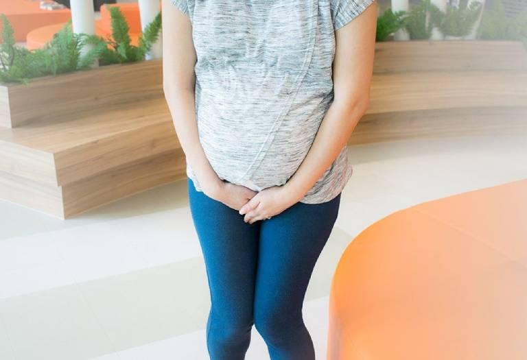 Do áp lực của bầu thai khiến phụ nữ dễ mắc chứng tiểu són, tiểu rắt