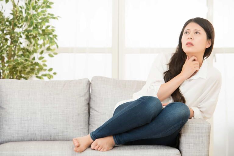 Tinh trùng dính vào tay cho vào âm đạo khi quan hệ khiến nhiều người lo lắng