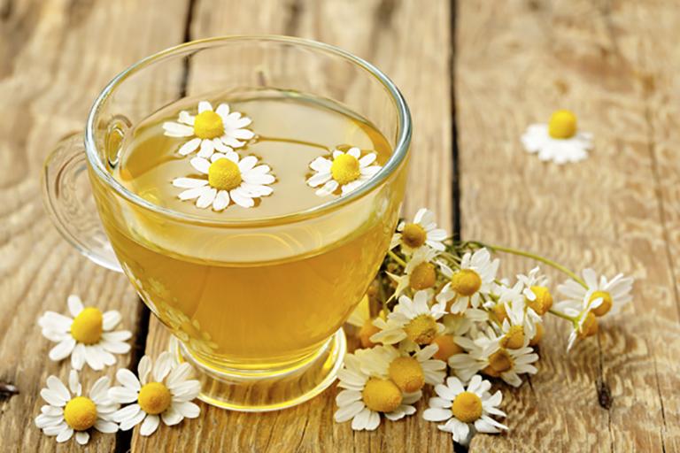 Trà hoa cúc làm giảm co thành ruột, giảm viêm nhiễm, giúp điều trị tiêu chảy