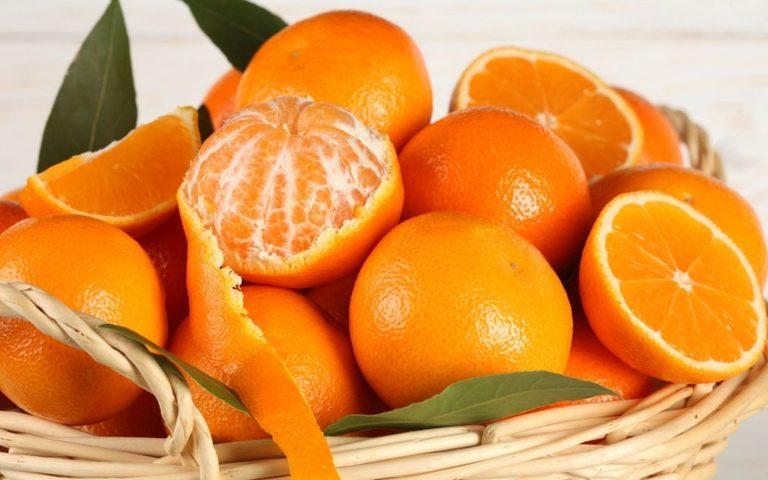 Các bậc phụ huynh nên cho trẻ uống thêm nước ép từ các loại trái cây nhiều vitamin C để tăng cường sức đề kháng