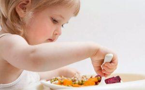 trẻ bị dị ứng thức ăn