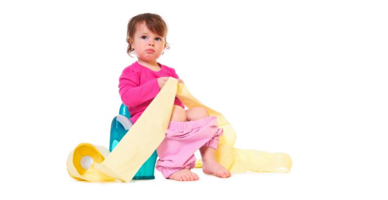 Có rất nhiều nguyên nhân gây ra tiêu chảy ở trẻ. Thực phẩm và nước uống không đảm bảo vệ sinh là một nguyên nhân gây bệnh.