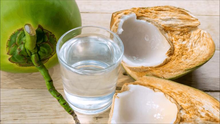 Nước dừa giúp bù nước, bù khoáng, bù các chất điện giải bị mất khi trẻ bị tiêu chảy.