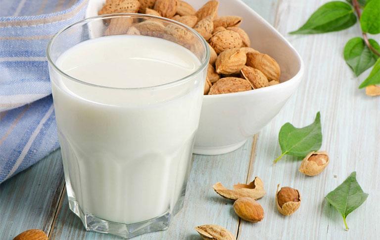 trẻ bị tiêu chảy có nên uống sữa