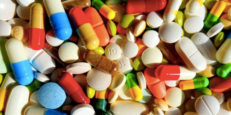 Một số loại thuốc điều trị viêm amidan là thuốc giảm đau, thuốc giảm ho, thuốc kháng sinh, thuốc kháng viêm,...