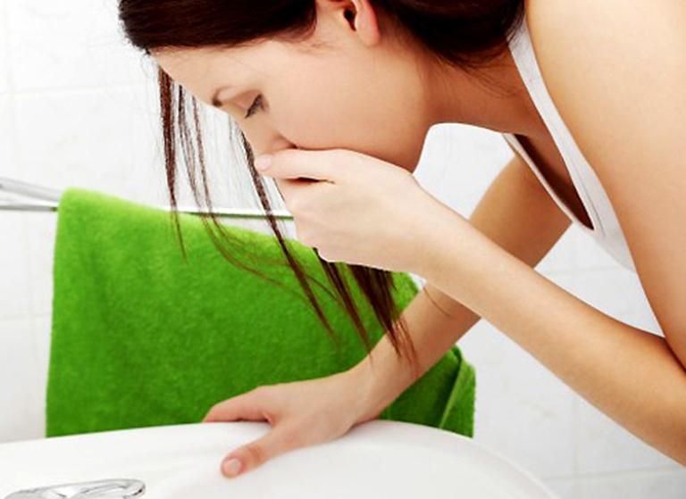 Nôn, buồn nôn là triệu chứng thường gặp khi bị rối loạn tiêu hóa