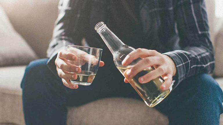 đau bụng đi ngoài sau khi uống rượu bia