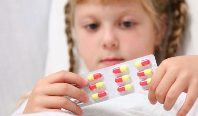 Điều trị viêm đường tiết niệu ở trẻ em bằng các loại thuốc kháng sinh theo chỉ định của bác sĩ