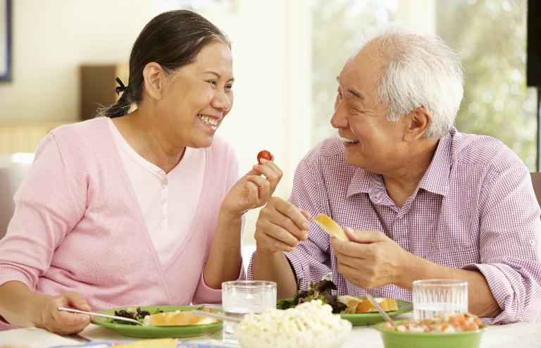 Để bệnh mau cải thiện, người bệnh viêm amidan hốc mủ cần tránh ăn thức ăn cay nóng, chiên xào nhiều dầu mỡ,...