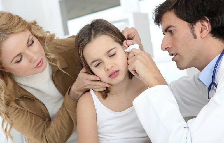 Trong trường hợp viêm tai giữa nặng, bác sĩ sẽ chỉ định điều trị bằng phương pháp phẫu thuật.