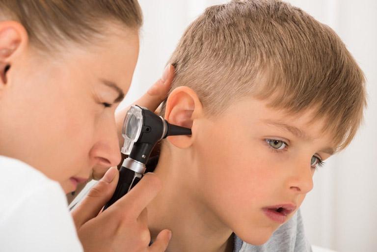 viêm tai giữa ứ dịch