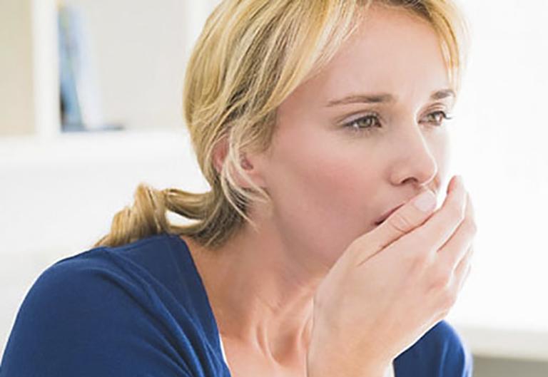 Viêm xoang mũi khạc ra máu là tình trạng bệnh nặng, đã chuyển sang giai đoạn mãn tính