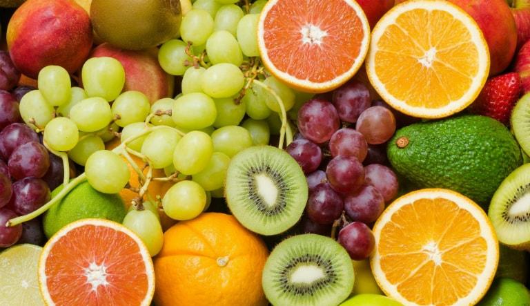 Một số loại trái cây như kiwi, dứa, cam, chanh, bưởi,... giúp trị cơn ho dài ngày, ho có đờm hiệu quả.
