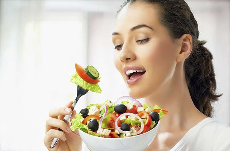 Ăn nhiều trái cây và rau xanh giúp bổ sung vitamin và khoáng chất cho cơ thể