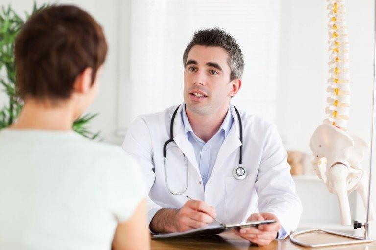 Thăm khám bác sĩ là cách xử lý tốt nhất khi gặp phải tình trạng này