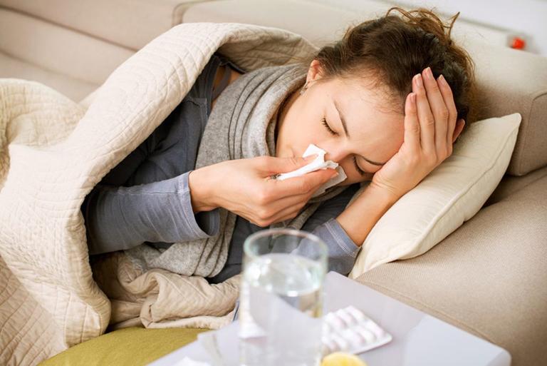 Cảm lạnh, viêm họng kéo dài là nguyên nhân gây ra bệnh polyp thanh quản